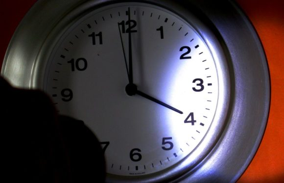 Почему Единороссы опять хотят ввести летнее и зимнее время?