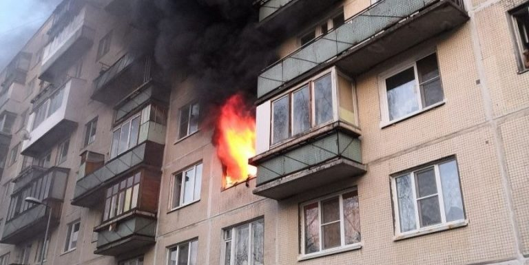Участились случаи пожара в квартирах и домах из-за возгораний аккумуляторов и блоков питания